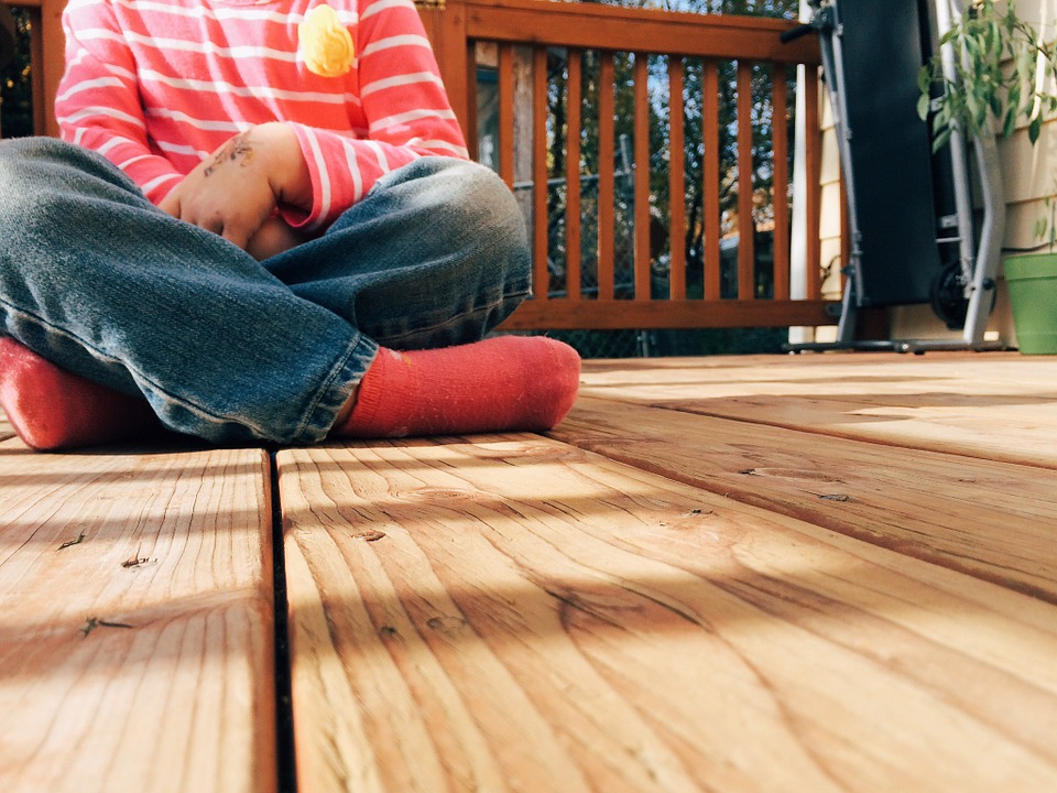 5 Signs That it's Time to Replace A Deck